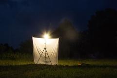De zelfgebouwde nachtvlinder opstelling