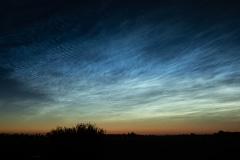 Lichtende nachtwolken zijn een soort wolken die voorkomen op ongeveer 75 tot 85 kilometer hoogte