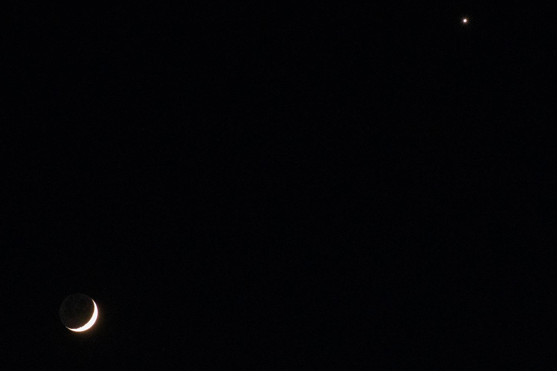 de maan en venus rechtsboven